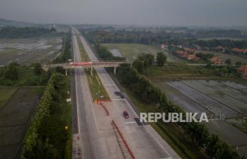 Kendaraan Berat Arah Jawa Dialihkan ke Jalur Non-Tol