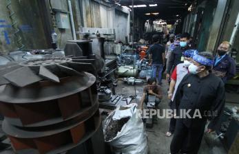In Picture:   Wakil Wali Kota Bandung Sambangi Pasar Besi Jatayu