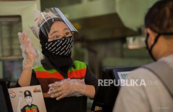 In Picture: Teman Tuli Layani Pelanggan dengan Bahasa Isyarat
