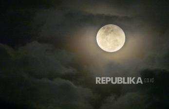 Jupiter dan Saturnus akan Muncul Bersama Bulan