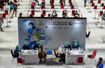 In Picture: Perbanas Gelar Vaksinasi Covid-19 di Tenis Indoor Senayan