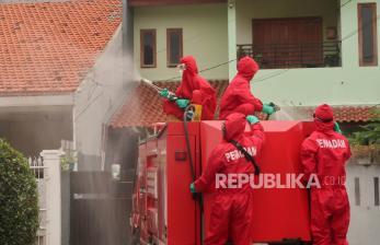 In Picture: Desinfeksi Antisipasi Kasus Klaster Keluarga di Sunter