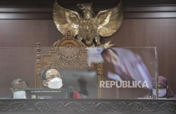 In Picture:  MK Gelar Sidang Pengujian Materiil UU Cipta Kerja