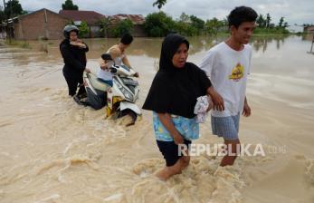 Korban Banjir di Deli Serdang Jalani Tes Usap Covid-19