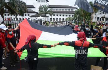 In Picture: Aksi Buruh Jawa Barat untuk Solidaritas Palestina