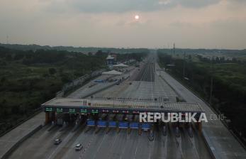 In Picture: Pelarangan Mudik: Gerbang Tol Cikampek Utama 2 Lengang