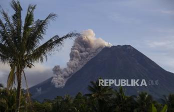 Gunung Merapi Meluncurkan Awan Panas Guguran Tiga Kali