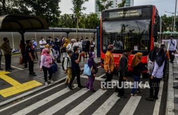 Senang Ada Bus Transjakarta Gratis di Stasiun Tanah Abang