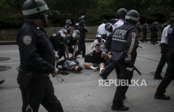 Tiga Polisi New York Jadi Saran Penyerangan Saat Demonstrasi