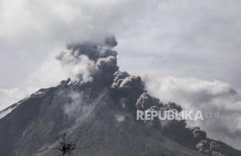 BPBD: Luncuran Awan Panas Sinabung Terlihat dari 1,5 Km