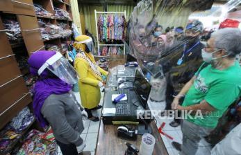 In Picture: Persiapan Protokol <em>New Normal </em>di Pasar Baru Bandung