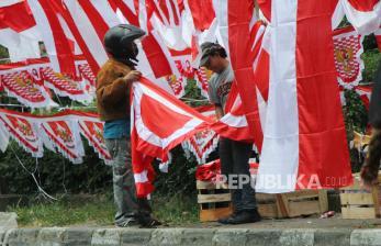 Pedagang Bendera Berharap Raup Untung Meski Masih Pandemi
