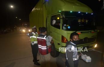 Polisi Tilang Kendaraan 100 Km/Jam Lebih di Tol Terpeka