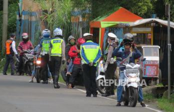 Subang Perpanjang PSBB, Aparat Gelar Patroli Gabungan