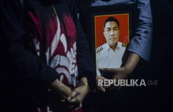 In Picture:  Pilot Rimbun Air Dimakamkan di TPU Taman Bahagia Bogor