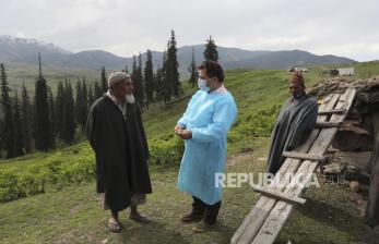 Penduduk Desa <em>Emoh</em> Divaksin Covid, Virus Makin Menyebar