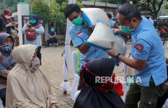 Pemkot Serang Salurkan Beras pada Warga Terdampak Covid-19