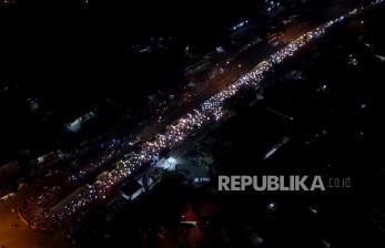 In Picture: Pemudik Bermotor Putar Balik di Pos Penyekatan Tanjungpura