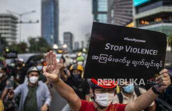 In Picture: Aksi <em>Gowes for Democracy</em> Kecam Kudeta Myanmar