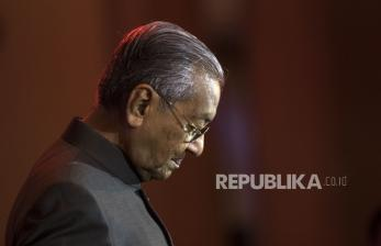 Tun Mahathir Terima Vaksinasi Pertama