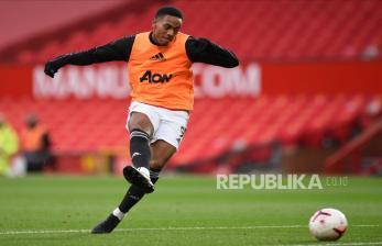 Mbappe Dorong Martial Bermain Impresif