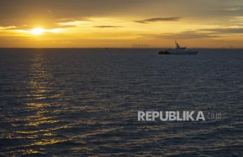 KRI Kurau Evakuasi Satu Kantong Jenazah Penumpang SJ 182