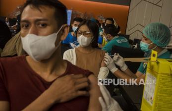 In Picture: Vaksinasi Massal Bagi Pekerja Pusat Perbelanjaan Bandung