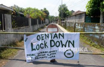 In Picture: Warga Yogya Lakukan Karantina Wilayah Mandiri