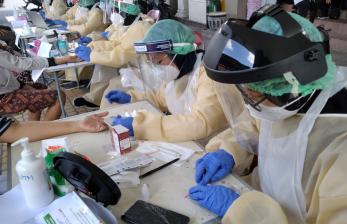 Gubernur: Vaksin Prioritas Bagi Nakes dan Petugas Lapangan