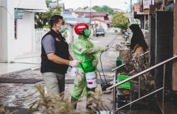 Mitra ACT Padang Serahkan 114 APD untuk RSUP M Djamil