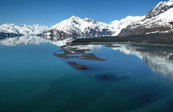 Tiga Gunung Terpencil di AlaskaAlami Erupsi