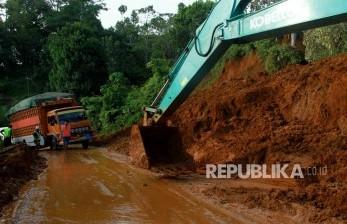 Polisi Buka Tutup Jalur Trans Sulawesi Majene
