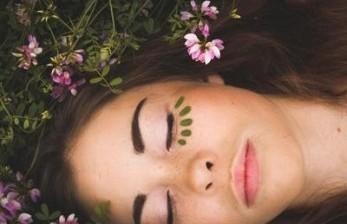 Relaksasi Wajah dengan Yoga 15 Menit