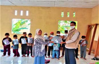 BMH Kirim Alquran dan Baju Muslim untuk Santri RQ Al-Husna