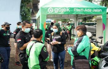 ACT Padang dan Gojek Serahkan Paket Pangan