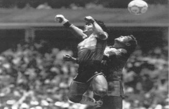 Zico: Gol 'Tangan Tuhan' Pertama Maradona Terjadi di Italia