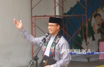 Anies Ajak Warga DKI Daftar Vaksinasi Secara Daring