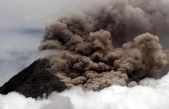 Gunung Api Ili Lewotolok Erupsi, BNPB Minta Evakuasi Warga
