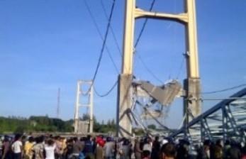 Jembatan Longsor, Jalan Trans Kalimantan Terputus