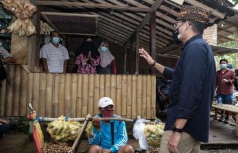 Masjid di Gerbang Gunung Semeru Kini Punya Karpet Baru