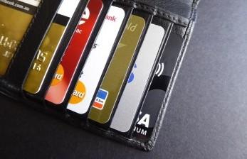 Inggris Berencana Bekukan Pinjaman dan Kartu Kredit