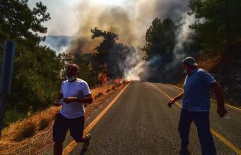 Wisatawan Dievakuasi Saat Kebakaran Melanda Pesisir Turki