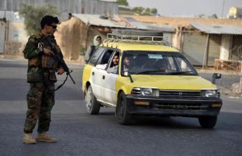 China Minta Taliban Akhiri Perang Afghanistan