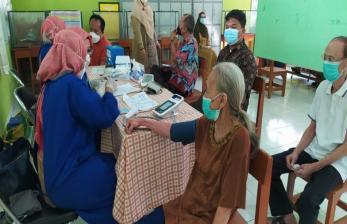 53 Persen Lansia Cirebon Sudah Divaksinasi Covid-19