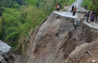 Tebing Longsor, Satu Orang Tewas Tertimbun di Bandung