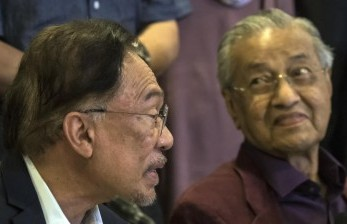 Momen Ketika Anwar Ibrahim dan Mahathir Kembali Bersatu