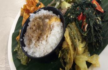 Menikmati Masakan Minang Berpadu Nasi Asal Jepang