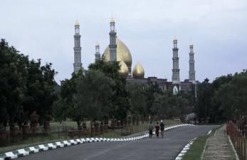 Melongok Kemegahan Masjid Berkubah Emas di Depok