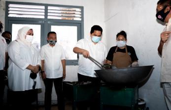 In Picture:  Erick Thohir Kunjungi Posko Masak Satgas Lawan Covid-19 DPR