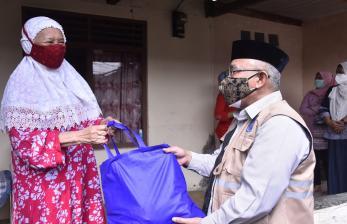 Ditegur Mendagri, Wali Kota Depok Langsung Bagikan Sembako